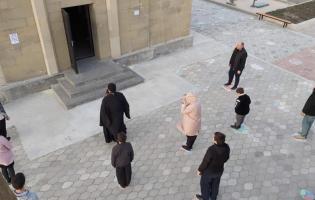 В Троицком соборе Гори места, где могут стоять прихожане, отметили рисунками