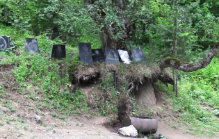 Мемориал охотников на дороге Кликис Джвари (PHOTO)