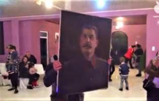 Портрет Сталина на свадьбе (VIDEO)